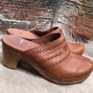 UGG VIVICA  1957 Clog Leather/Wood Heel size 7